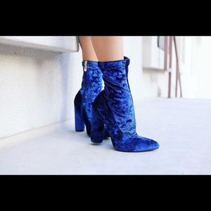 Shoes - Blue velvet booties